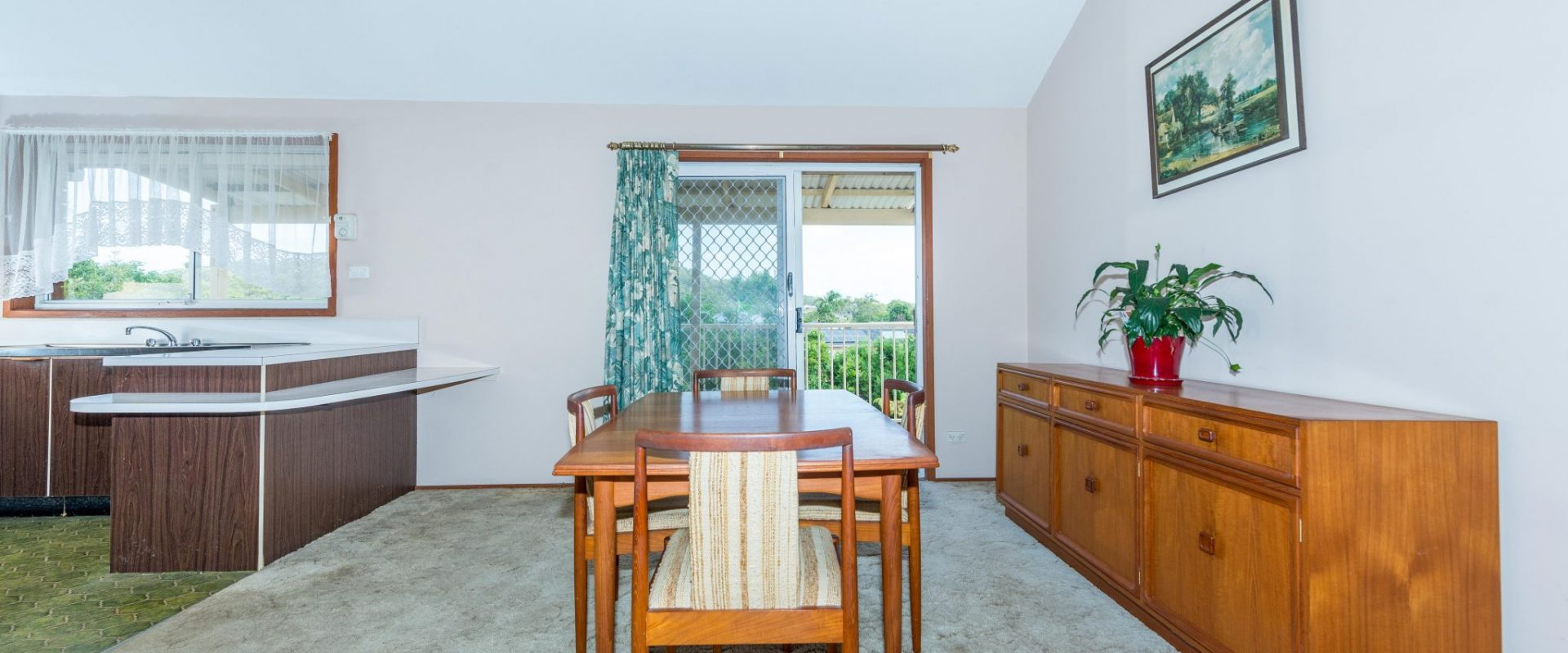 """Crest View"" … Centrally located and enjoying the views"